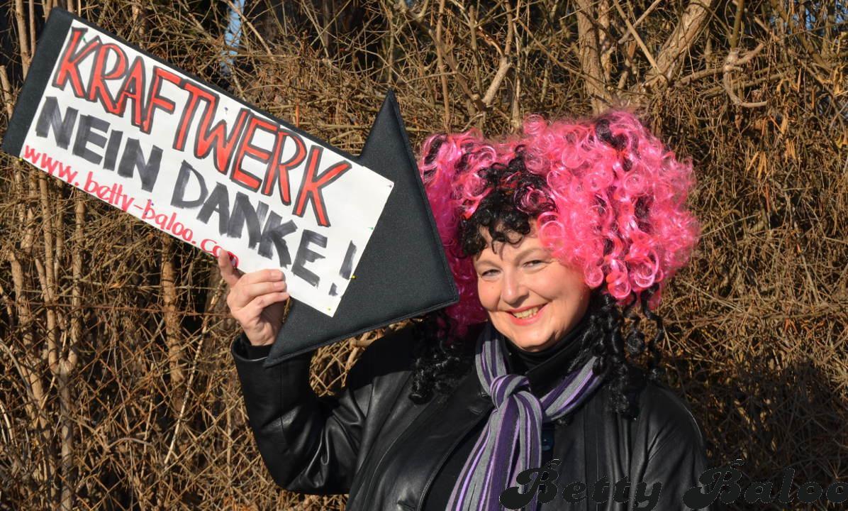 Betty Baloo Protestiert gegen das geplante Murkraftwerk Graz-Puntigam