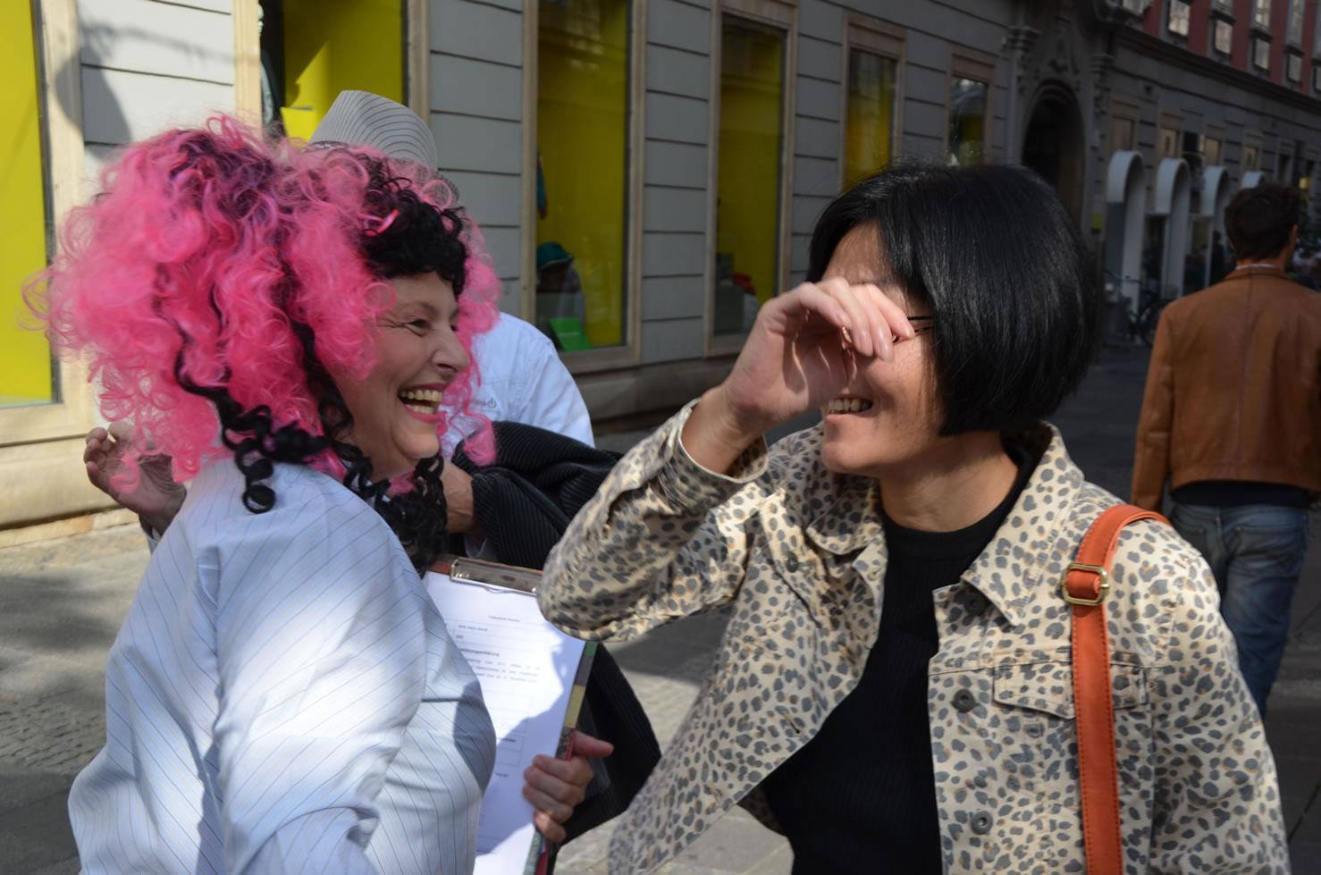 Betty Baloo sammelt Unterschriften Grazer Gemeinderatswahlen