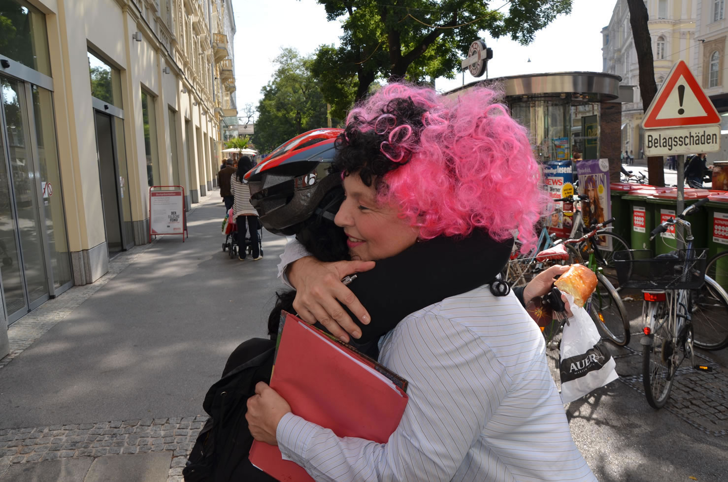 Betty Baloo sammelt Unterschriften Grazer Gemeinderatswahlen Hug